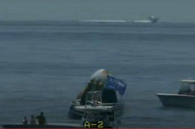 SpaceX capsule swarmed by boaters after profitable splashdown